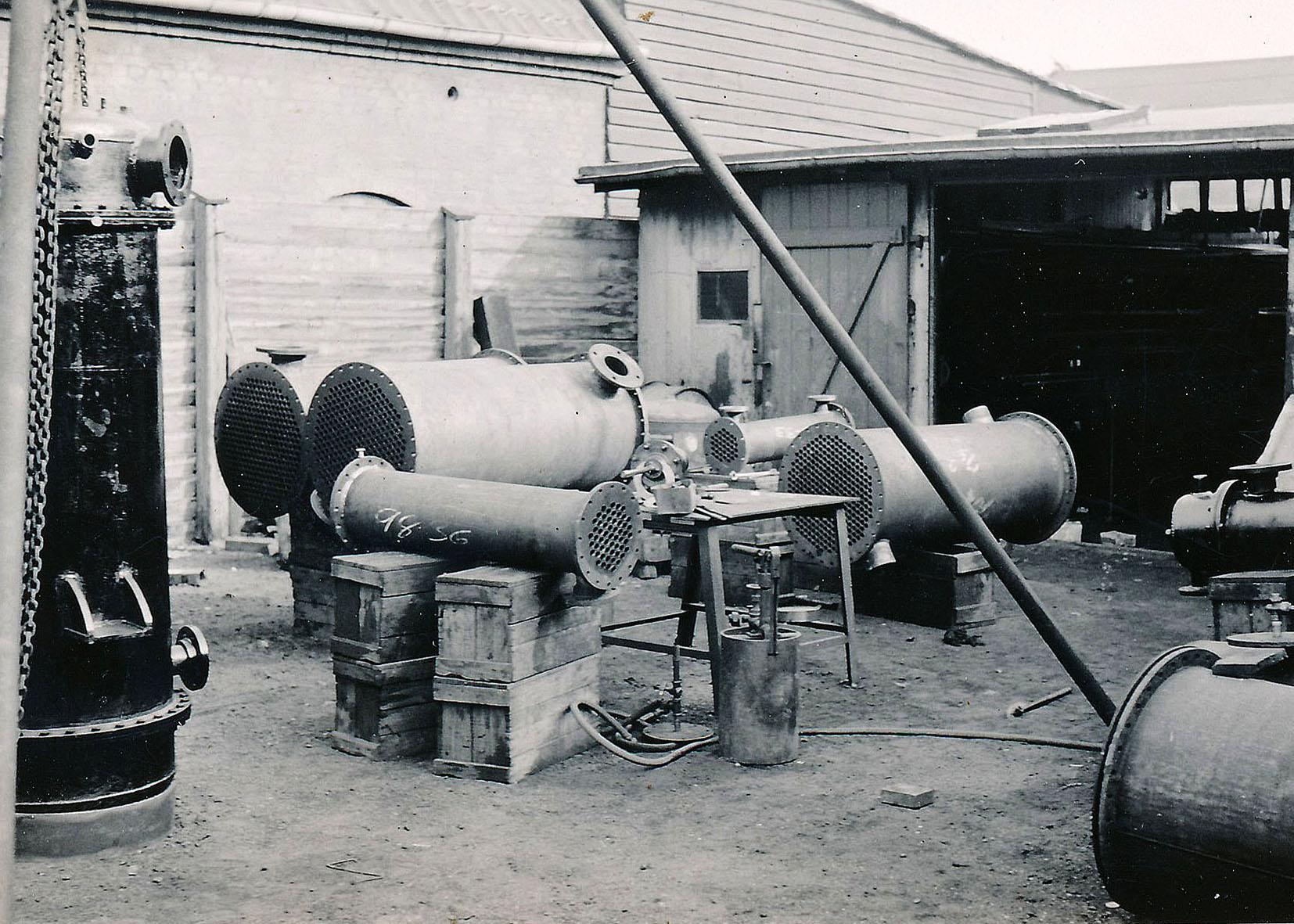 reci-beholdere-udenfor-ca.-1935